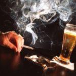 Употребление алкогольных напитков и курение табака